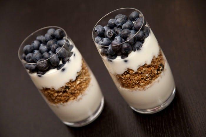 Fit Śniadanie 2 - Jogurt naturalny z owocami