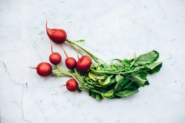 rzodkiewka warzywa niskoweglowodanowe