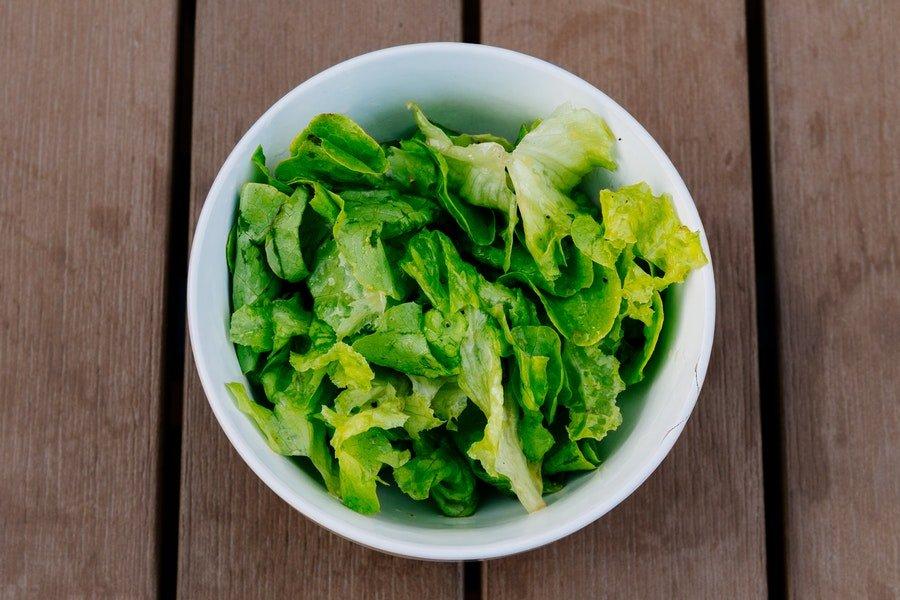 salata warzywa niskoweglowodanowe